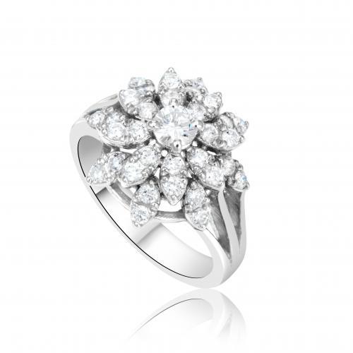 טבעת יהלום בעיצוב פרח